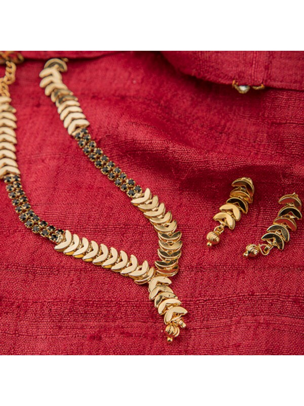 Queen Be  Gold Plated Leaf Mangalsutra Set